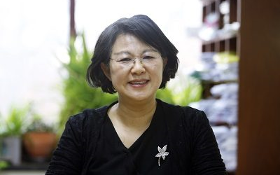 Professor Youngju Choie becomes the first female recipient of the KMS Prize